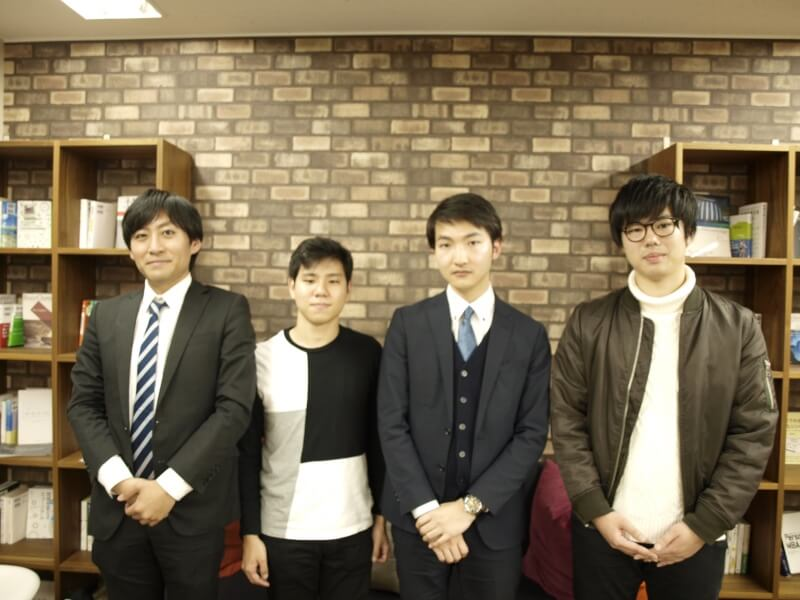 左から山上講師、Y. I. さん、神林講師、筒井講師