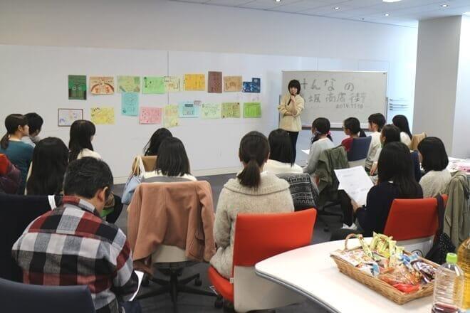 「OPEN-CAMP」では、子どもたちが完成させた作品を一つずつプロの目で講評していく
