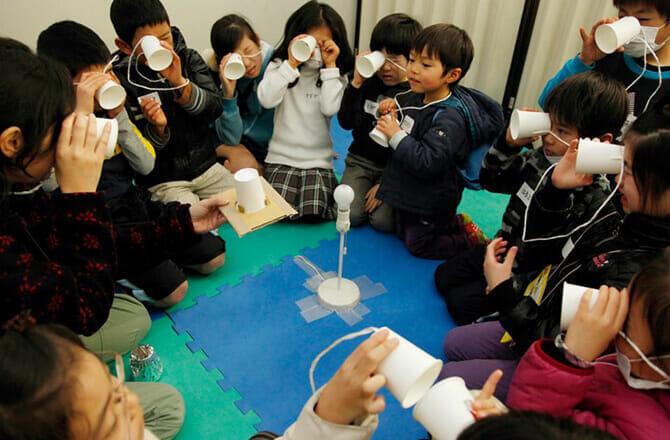 子どもたちは自らの探究心を源泉にワークショップを楽しむ(提供:NPO法人CANVAS)