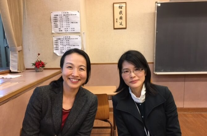 中3土曜プログラム担当の黒井晴子先生(左)と、中3担任の平福かおり先生
